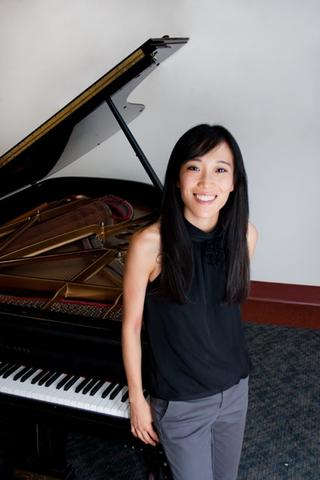 Anchie Donn, piano